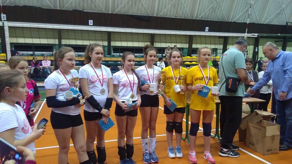 Medalistki w dwójkach: GLKS Nadarzyn, Joker Świecie / Spartakus Lniano i Salos Staniątki